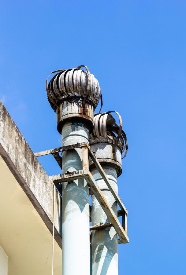 Sistema de ventilación en el tejado foto de archivo