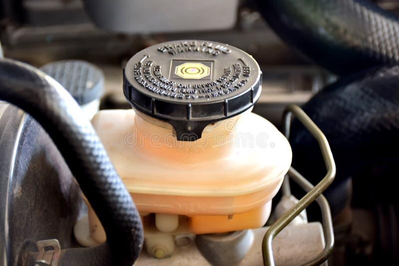Sistema de vigilancia del líquido de frenos para los motores diesel, usado para cambiar/que quita el líquido de frenos del coche imagen de archivo