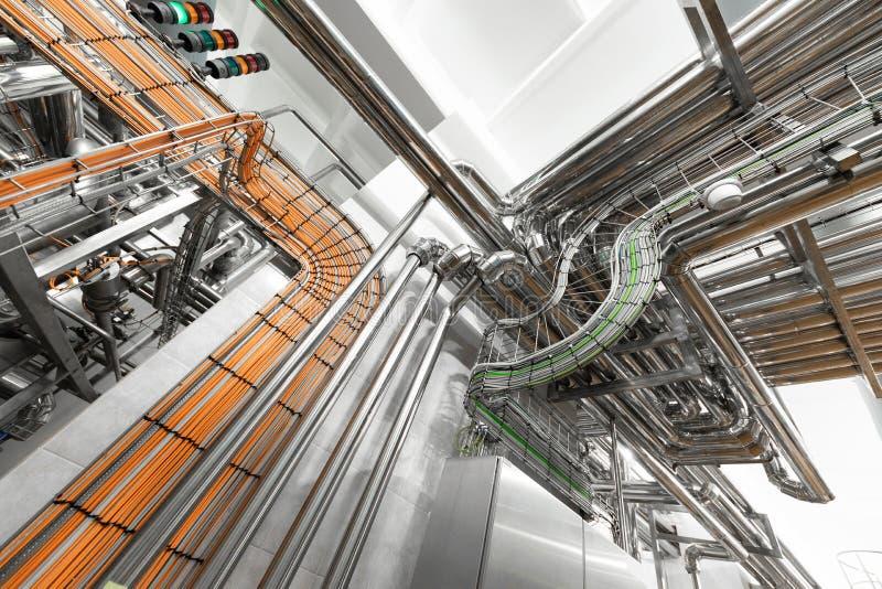 Sistema dei tubi di alluminio nella pianta di industria alimentare fotografia stock