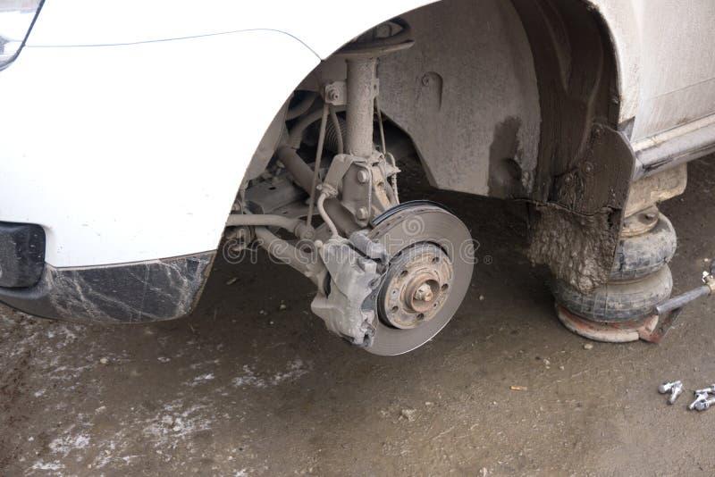 Sistema del freno trasero de coche Freno de Dise y freno del calibrador en el vehículo fotografía de archivo