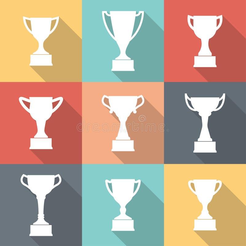 Sistema del icono de la taza del trofeo Siluetas de la taza del trofeo en el podio premiado en estilo plano Primera medalla del l libre illustration