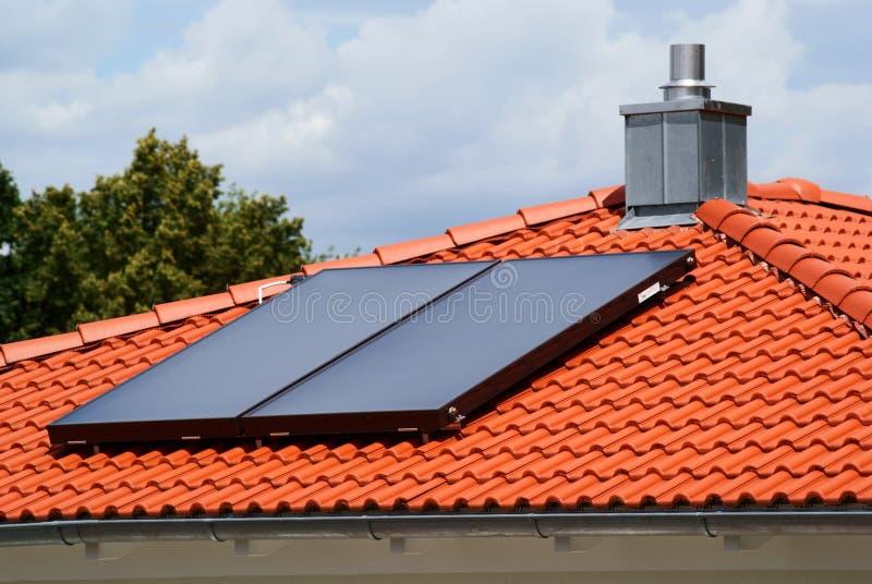 Sistema del riscaldamento solare fotografia stock