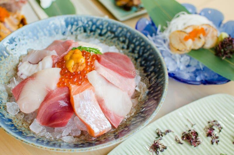 Sistema del Sashimi de pescados frescos y de mariscos fotos de archivo
