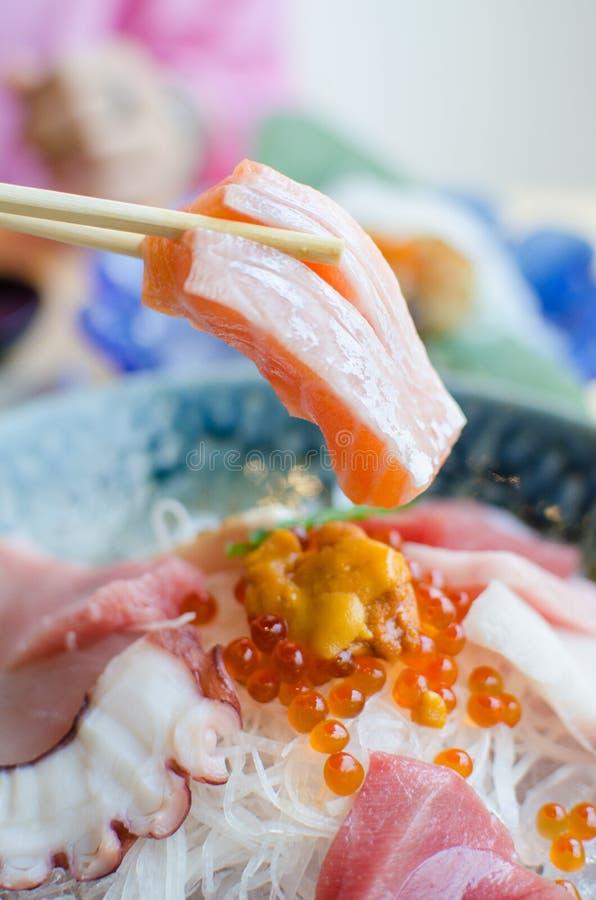 Sistema del Sashimi de pescados frescos y de mariscos foto de archivo