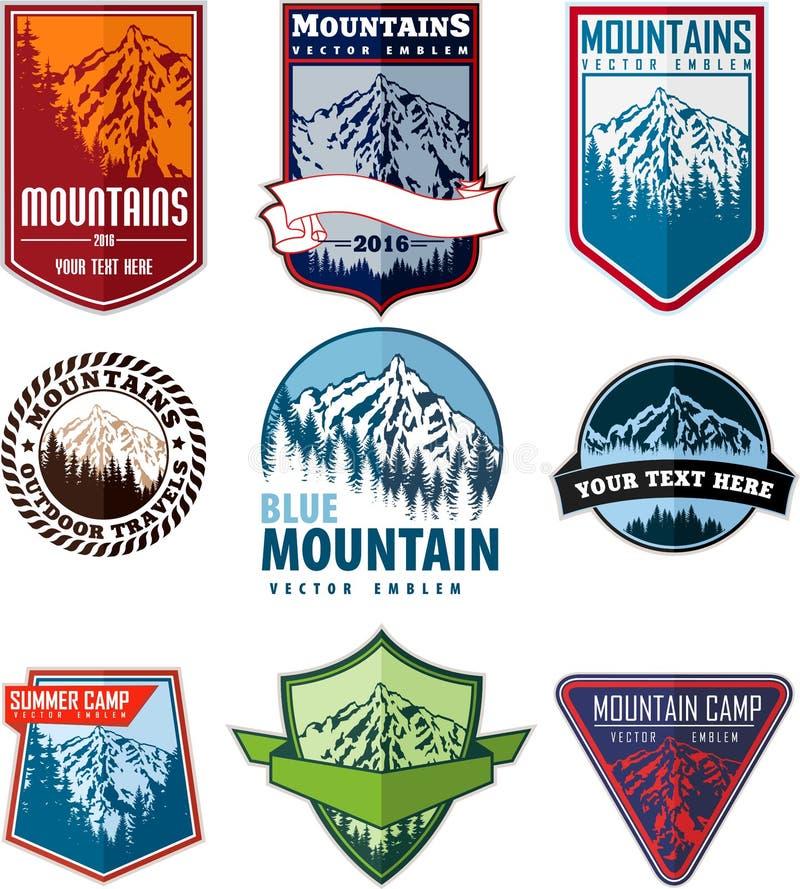 Sistema del vector de emblemas del logotipo de la montaña ilustración del vector