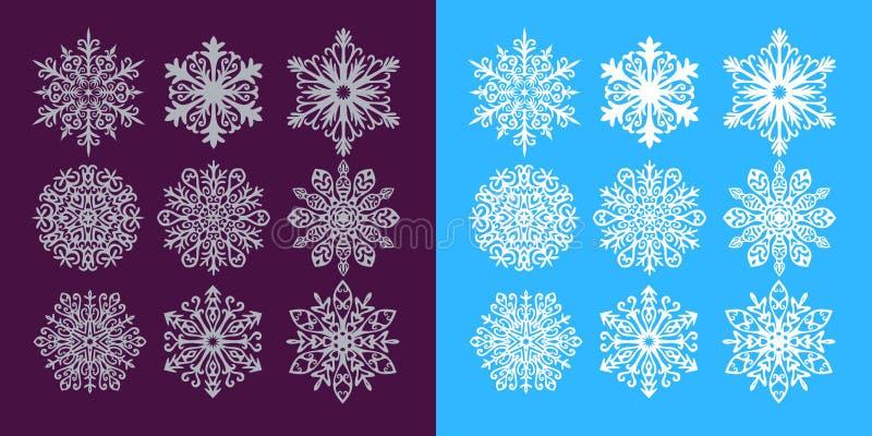 Sistema del vector de los copos de nieve de plata y blancos en fondo púrpura y azul oscuro libre illustration