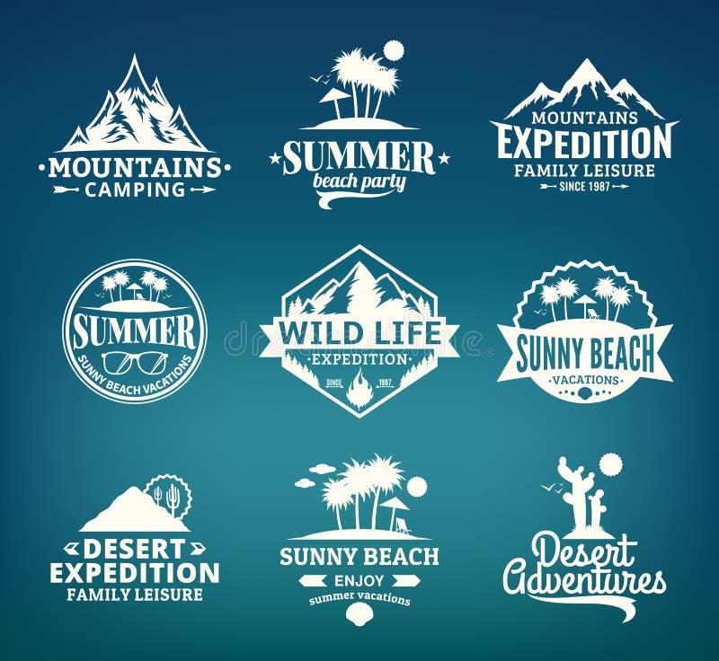 Sistema del verano del vector, de la montaña y del logotipo al aire libre de las aventuras stock de ilustración