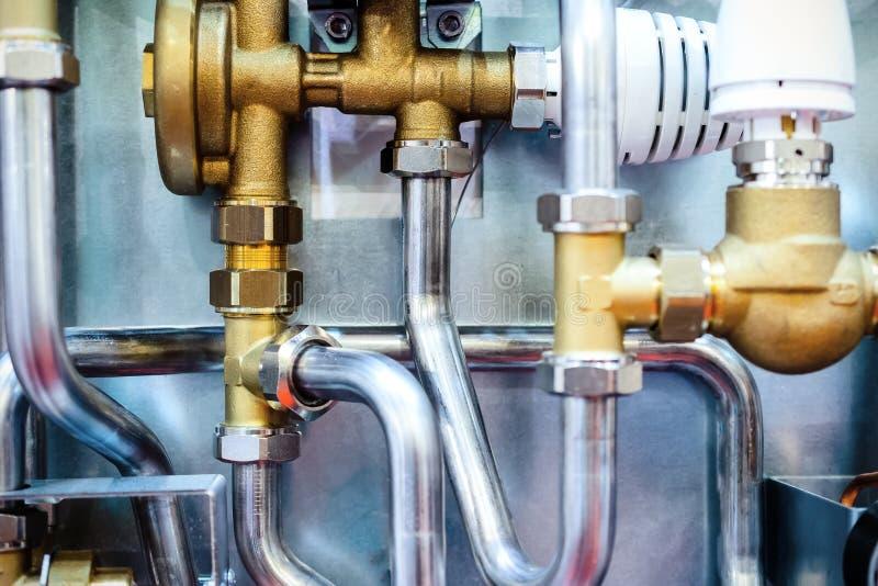 Sistema delle condutture e dei regolatori d'acciaio fotografie stock