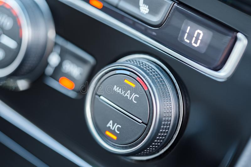Sistema di condizionamento d'aria dell'automobile Stato dell'aria inserito il modo di raffreddamento massimo immagini stock libere da diritti