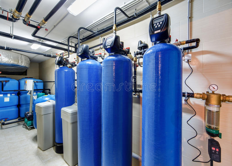 Sistema di depurazione delle acque moderno per la caldaia industriale fotografia stock