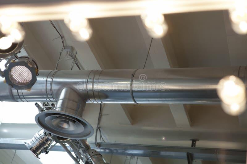 Sistema di illuminazione e sistema di condizionamento d'aria Riflettori e plafoniere immagini stock libere da diritti