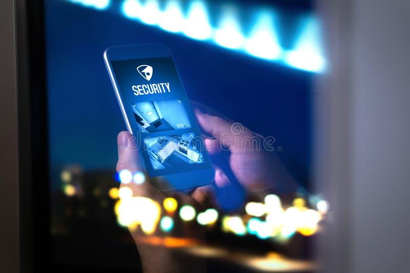 Sistema di sicurezza domestico nell'applicazione del telefono cellulare fotografia stock