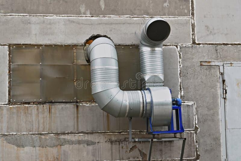 Download Sistema Di Ventilazione Sulla Parete Fotografia Stock - Immagine di industriale, metallo: 117977746