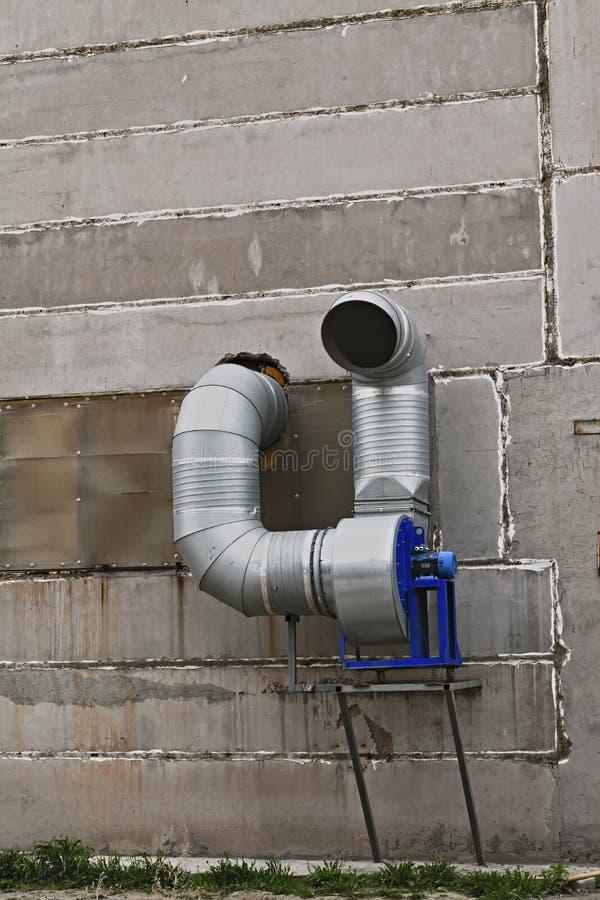 Download Sistema Di Ventilazione Sulla Parete Immagine Stock - Immagine di industriale, moderno: 117977747