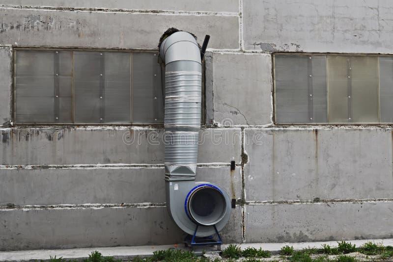 Download Sistema Di Ventilazione Sulla Parete Fotografia Stock - Immagine di elettrico, infrastruttura: 117977748