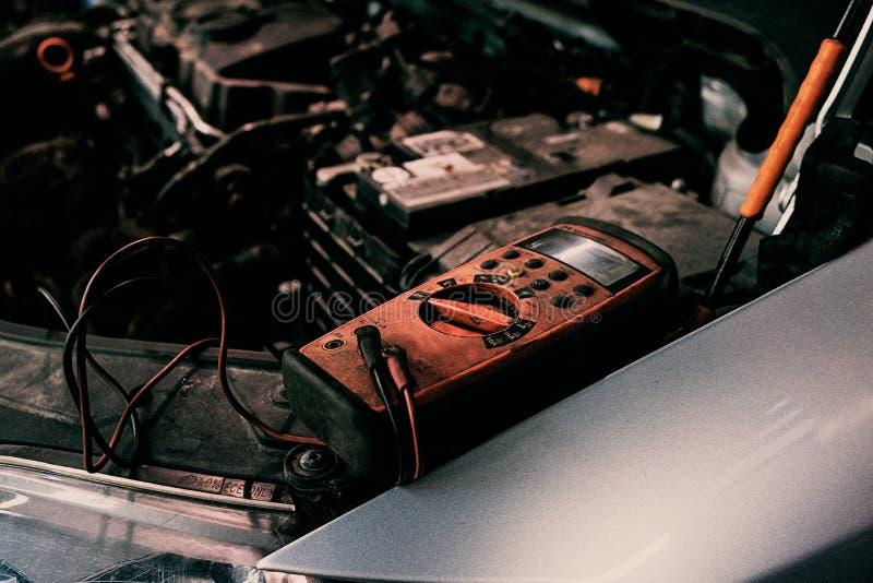 Sistema diagnostico di ngine dell'automobile del garage fotografie stock libere da diritti