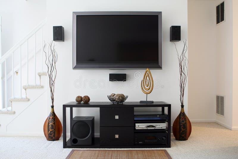 Sistema do teatro Home com HDTV Widescreen fotografia de stock