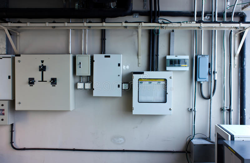 Sistema eléctrico en gabinete fotografía de archivo