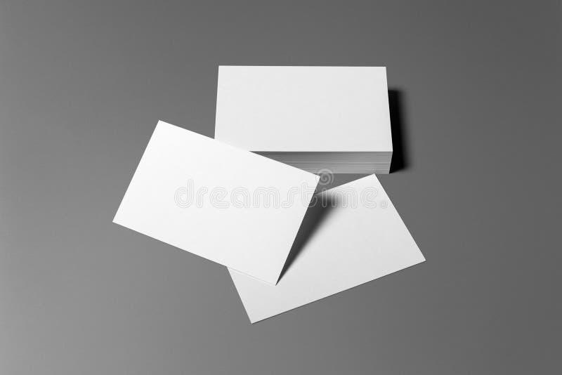 Sistema en blanco de los efectos de escritorio de las tarjetas de visita aislado en gris fotos de archivo libres de regalías