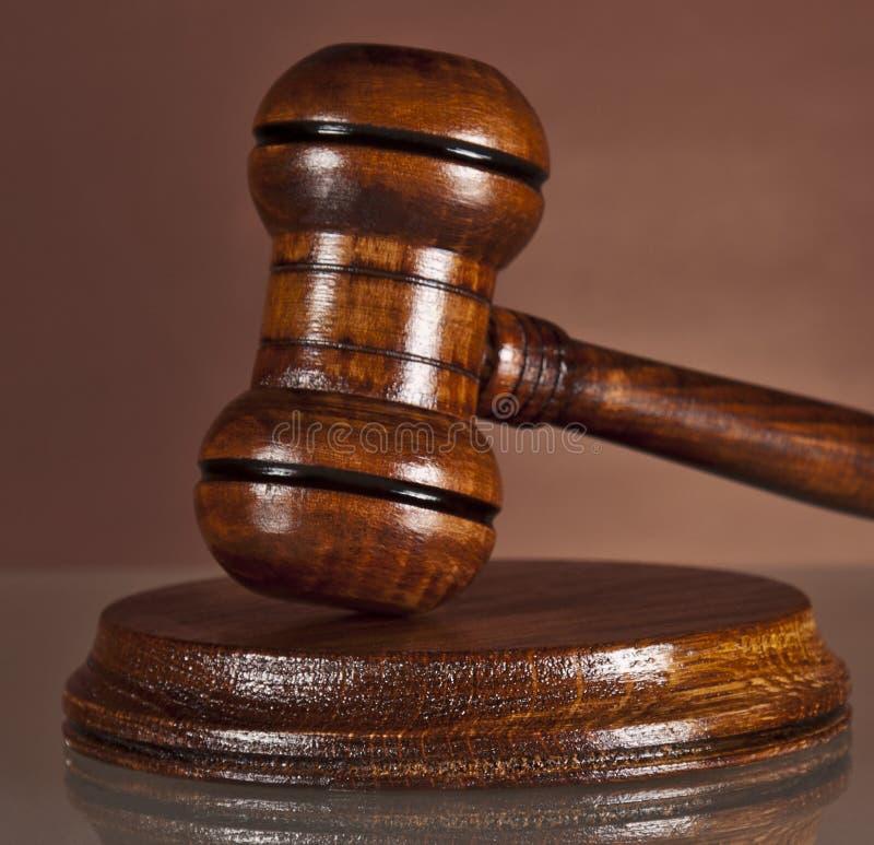 Sistema legal, justicia, martillo, mazo de los subastadores foto de archivo