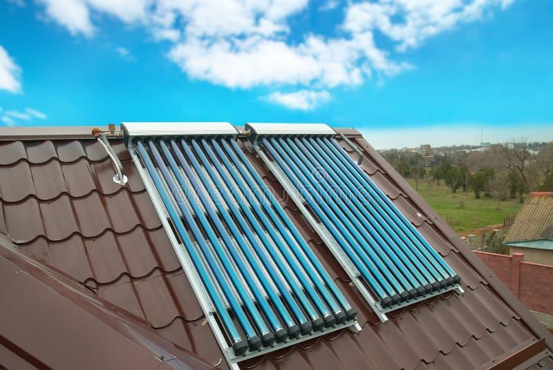 Sistema solar de la calefacción por agua del vacío imágenes de archivo libres de regalías