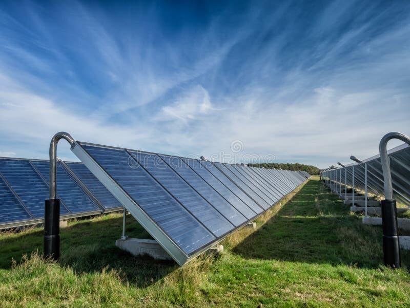 Sistema solare del riscaldamento dell'acqua, grande scala immagine stock