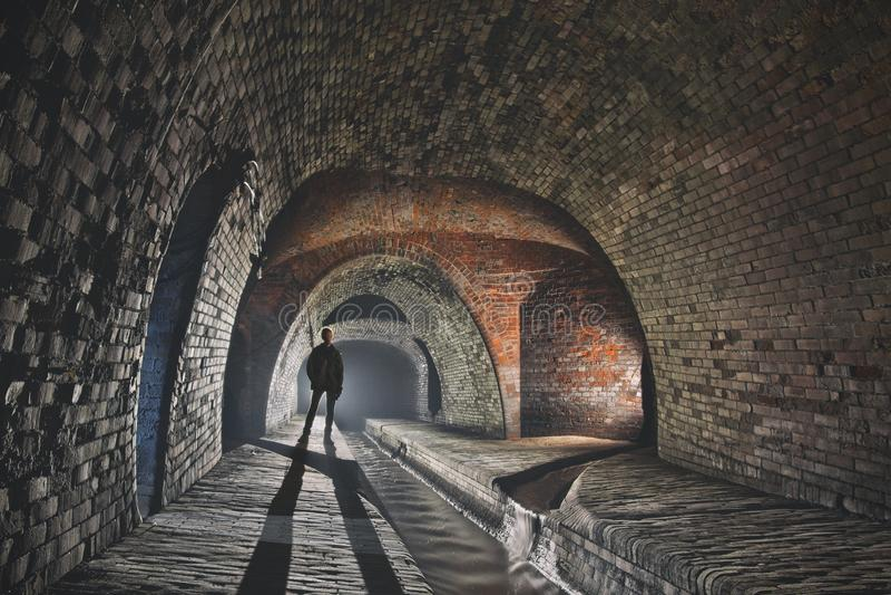 Sistema subterrâneo sob a cidade fotografia de stock
