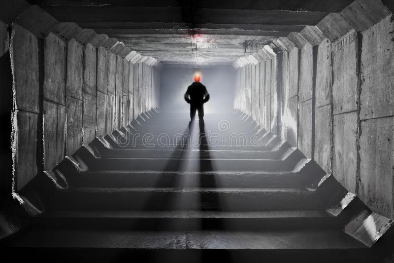 Sistema subterrâneo sob a cidade imagens de stock