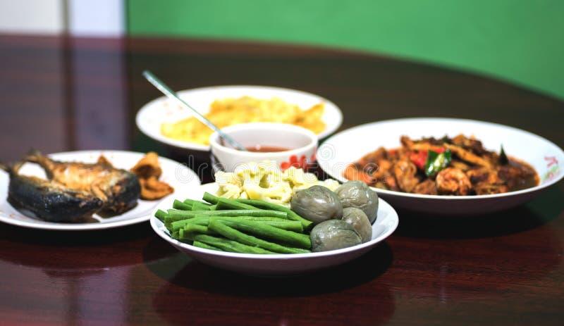 Sistema tailandés de la comida, estilo picante del asiático de la comida foto de archivo libre de regalías