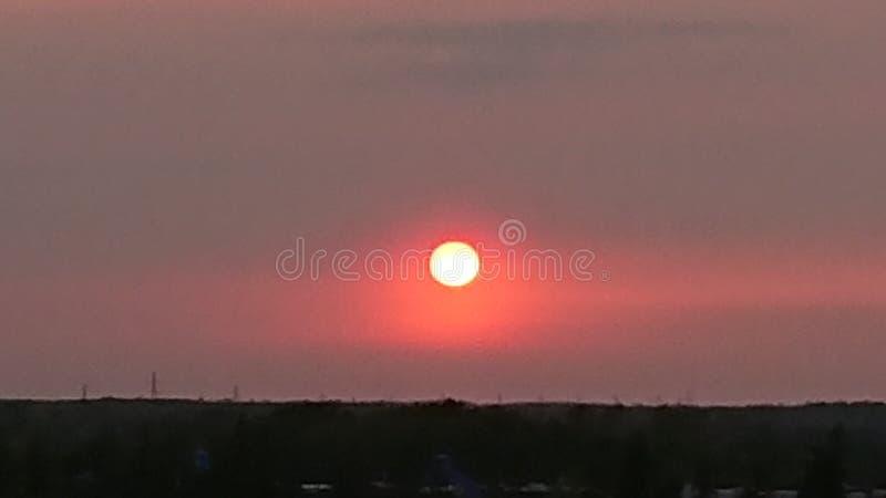 Sistema vermelho bonito de Guelph Ontário Canadá Wellington County Grand River do por do sol imagens de stock