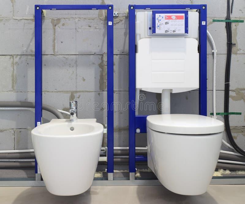 Sistemas da instalação para toaletes e bidês fotografia de stock royalty free
