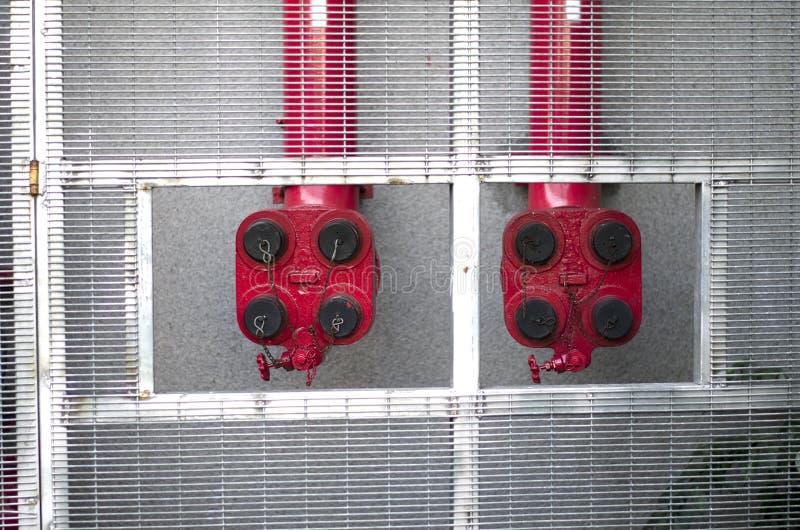 Sistemas de extinção de incêndios do fogo vermelho para construir fotos de stock