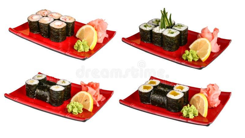 Sistemas de rollos de sushi en placas rojas fotografía de archivo