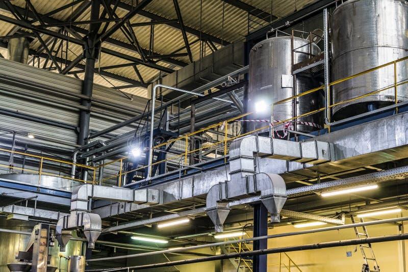 Sistemas de ventilación en una planta industrial fotos de archivo