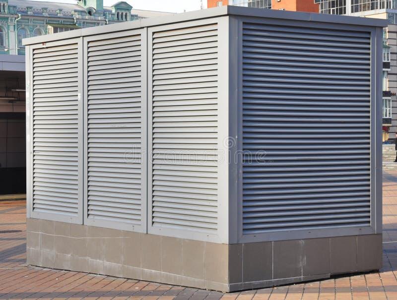 Sistemas industriais do condicionamento de ar e de ventilação Sistema de ventilação de fábrica imagem de stock royalty free