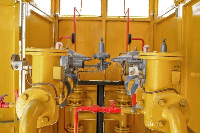 Sistemas tranquilos, equipamento industrial, interior - equipamento da tubulação do posto de gasolina imagem de stock