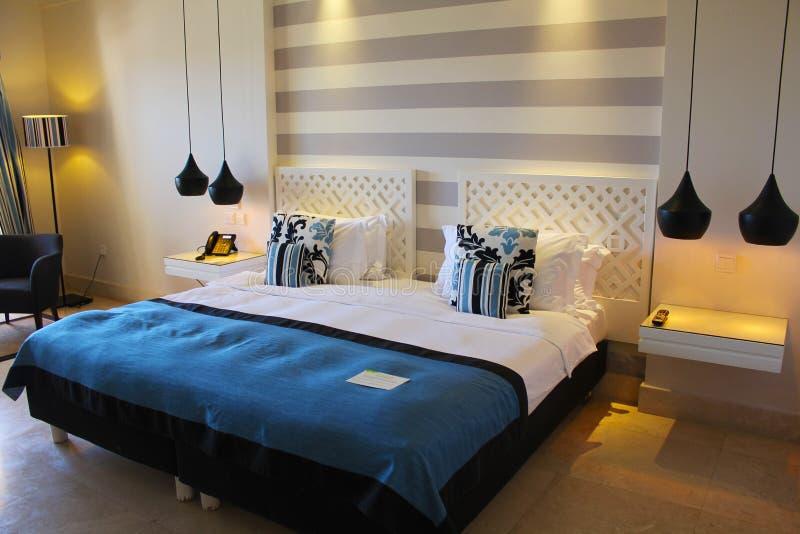 Sistemazione della camera da letto fotografia stock libera da diritti