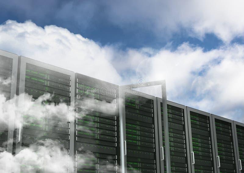 Sistemi del database server contro il cielo nel fondo fotografie stock