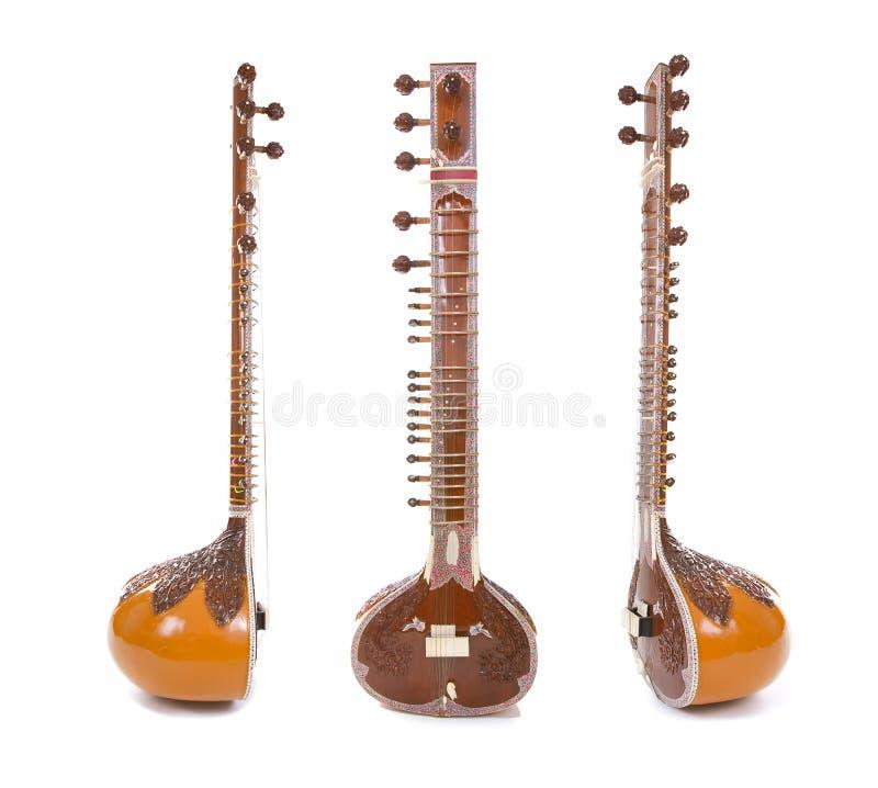 Sitar, een koord Indisch Traditioneel die instrument, op wit wordt geïsoleerd stock foto