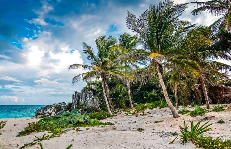 Site archéologique Tulum en péninsule du Yucatan par la mer des Caraïbes au Mexique images stock