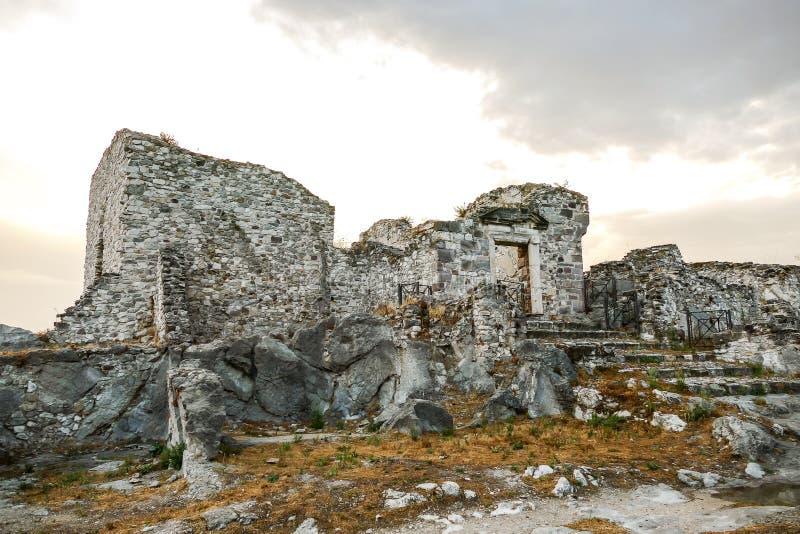 Site arch?ologique public de vieille ville de Gessopalena du vieux village m?di?val dans la pierre de gypse en montagnes de Majel photo stock