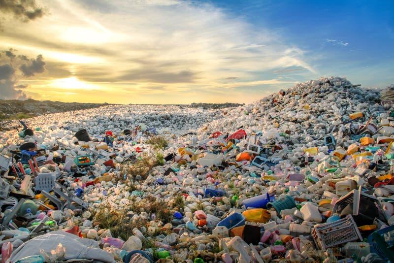 Site brûlant ouvert de déchets photographie stock