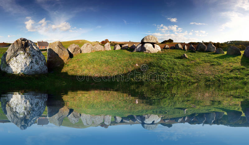 Site d'enterrement grave d'âge de pierre photographie stock