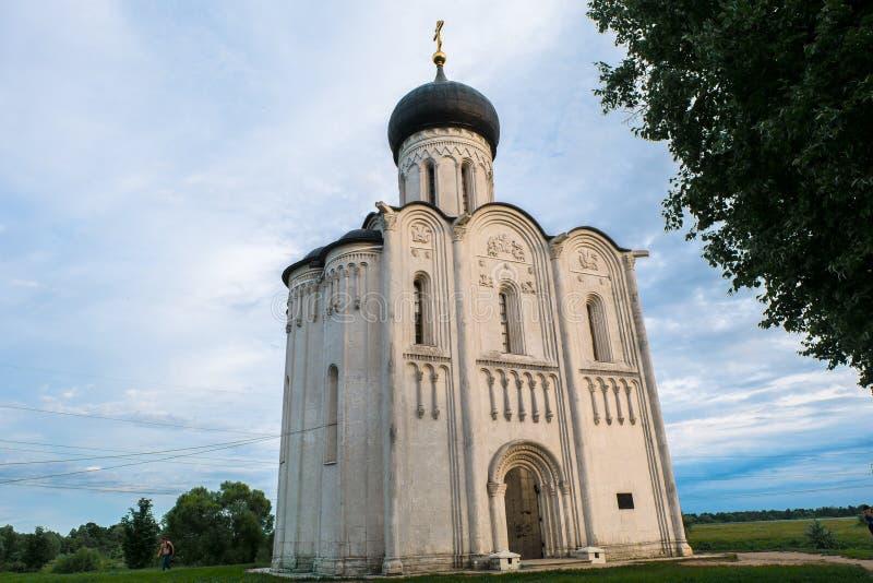 Site de patrimoine mondial de l'UNESCO Monument architectural du siècle 12 Église de l'intervention de la Vierge Marie sur le Ner photos libres de droits