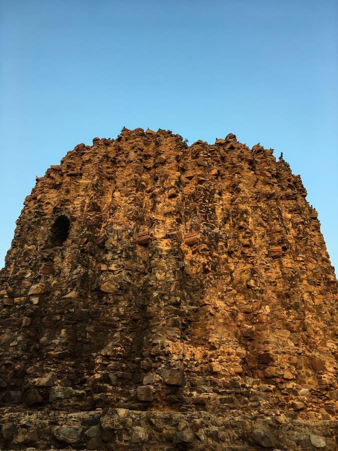 Site de Qutb Minar et monument en second lieu inachevé d'Alai Minar de tour à New Delhi, Inde images libres de droits