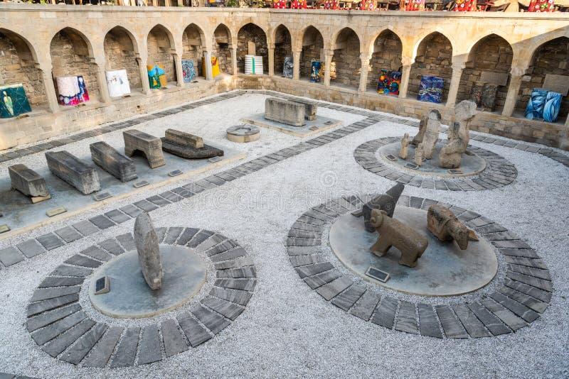 Site du vieux marché médiéval de ville à Bakou images libres de droits
