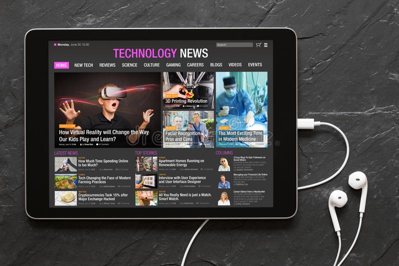 Site Web d'actualités de technologie sur le comprimé photo libre de droits