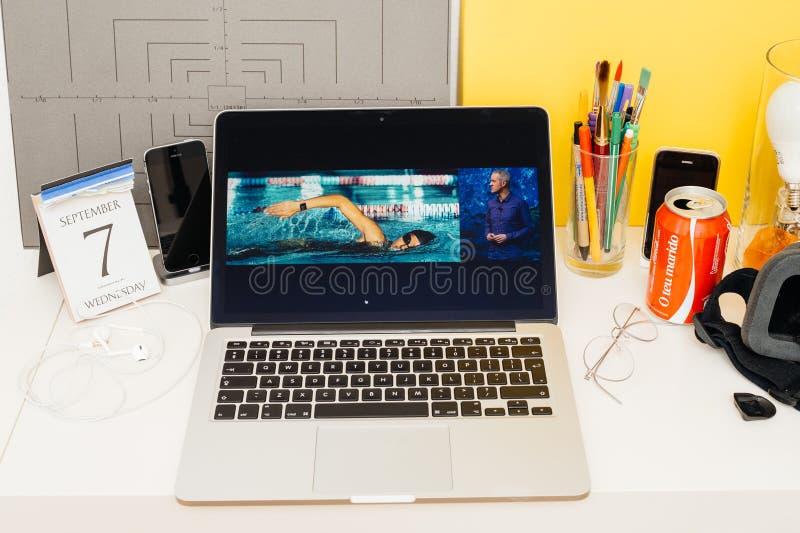 Download Site Web D'ordinateurs Apple Présentant La Montre D'Apple Imperméable Photo éditorial - Image du internet, keynote: 77161736