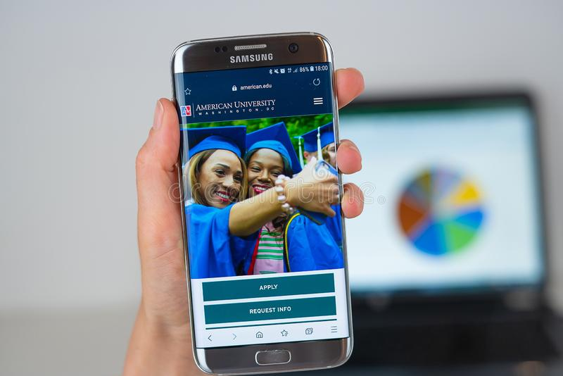 Site Web d'université américaine sur l'écran de téléphone images stock