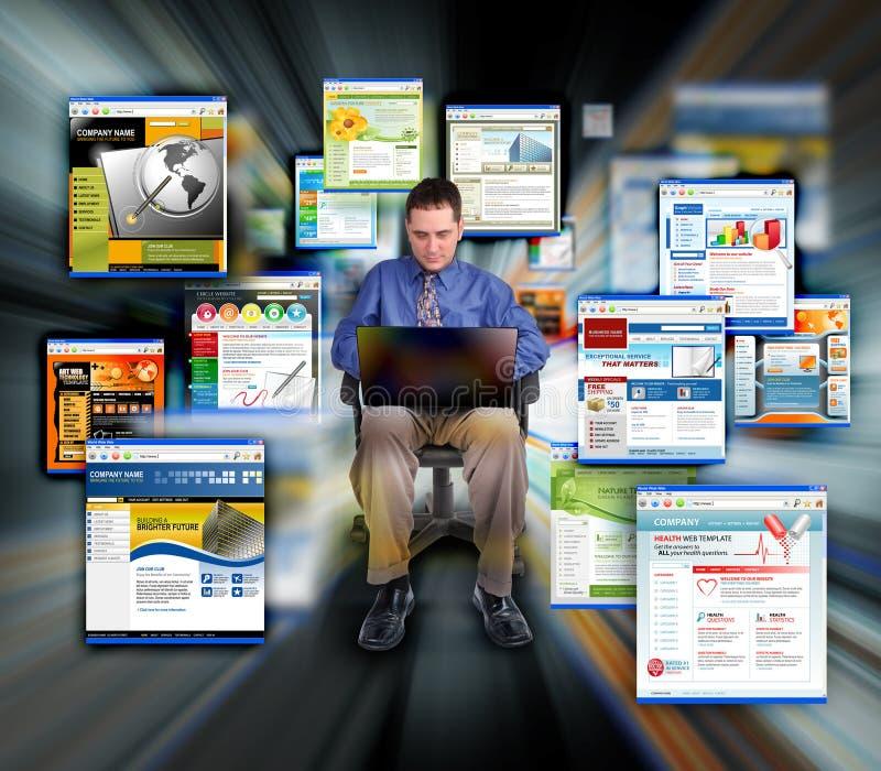 Sites Web surfants d'Internet d'homme d'affaires image libre de droits